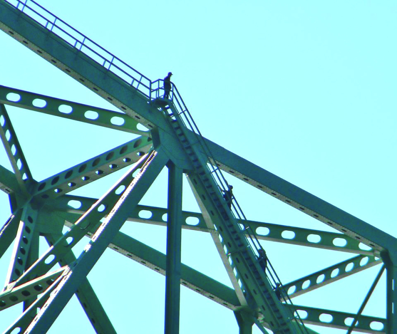 Man talked down from suicide atop Megler Bridge